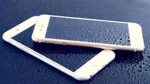 Najczęściej kupowane smartfony to starsze iPhone'y i tani Samsung