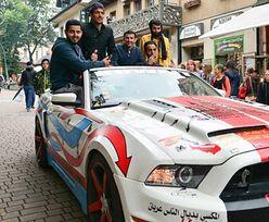 """Nietypowa """"akcja"""" na Krupówkach. Turyści z Kuwejtu ukarani za złamanie przepisów"""