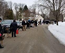 40 policyjnych psów w domu 7-latki. Nietypowa akcja stróżów prawa w USA