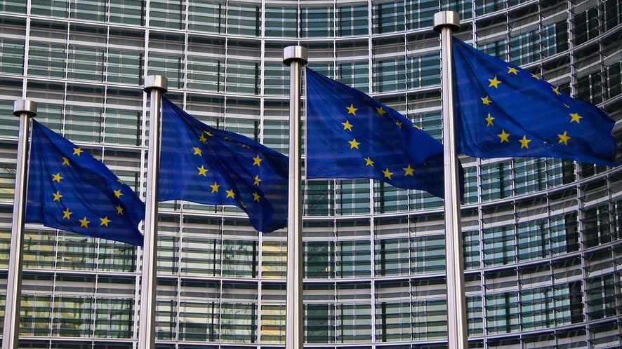 Europejskie flagi w Burkseli z depositphotos