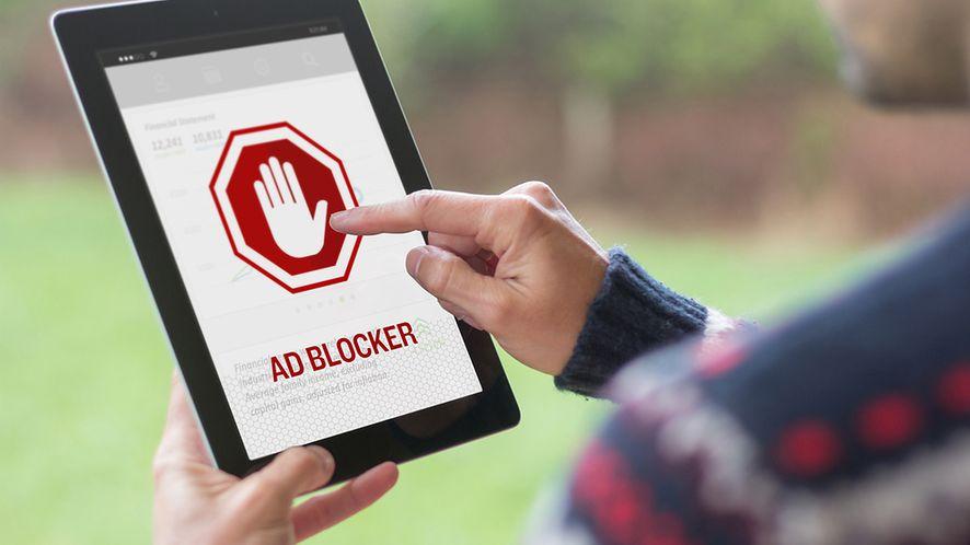 Blokery reklam z niespodzianką (fot. Shutterstock.com)