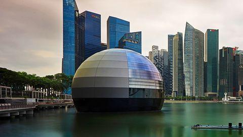 Apple i pływający sklep w Singapurze. Największą atrakcją nie jest jednak wnętrze