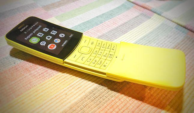 Nokia 8110 4G. Uroczy, acz niedopracowany.