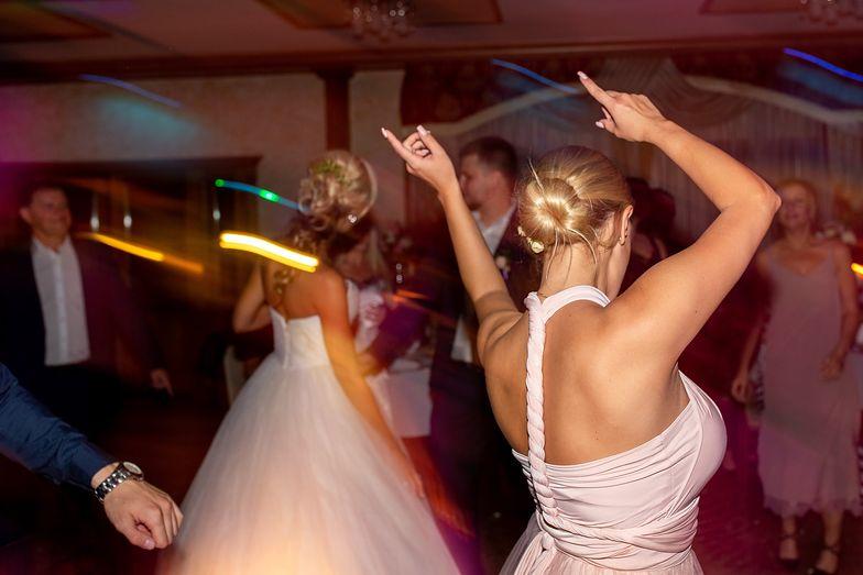 Na weselu zagrali disco polo. Reakcja warszawianki zażenowała internautów