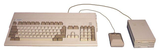 Amiga 1200. Źródło: Boffy b (CC BY-SA 3.0).