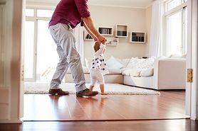 Pierwszy spacer niemowlaka
