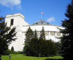Dramat przed Sejmem. 48-latek się podpalił