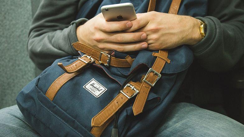 """""""Badani tak związali się ze swoimi telefonami, że stracili rachubę czasu"""" - komentują eksperci."""
