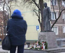 Pomnik ks. Jankowskiego ustawiony na nowo, ale będzie zdjęty. Reakcja władz Gdańska