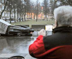 Pomnik ks. Jankowskiego obalony. Jest reakcja władz Gdańska