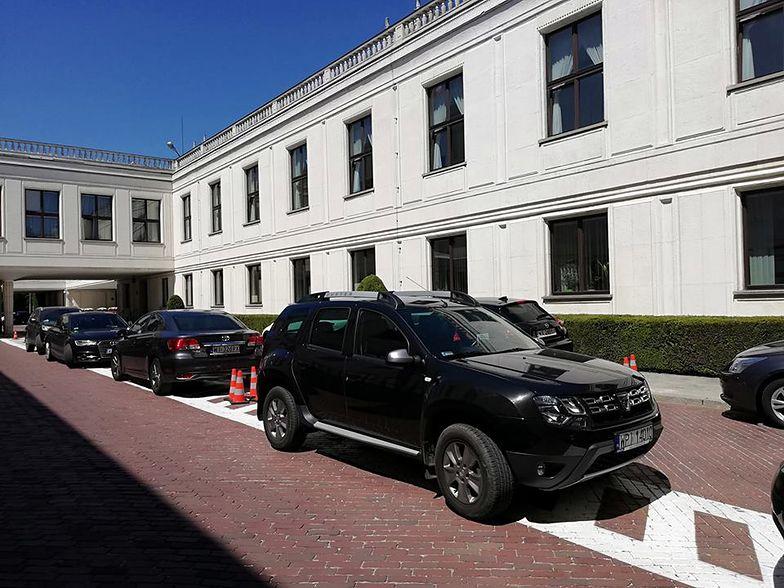 Zdaniem posła PiS Sejm ma za mało samochodów dla parlamentarzystów