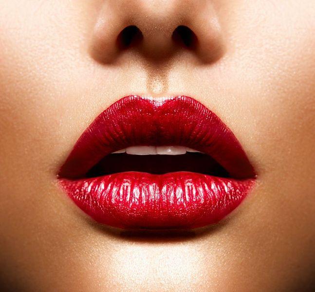 Sztuczny cień na ustach