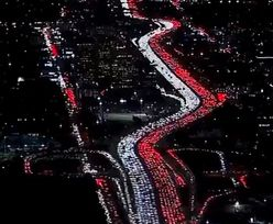 """Olbrzymie korki. """"Polska flaga"""" na autostradzie w Los Angeles"""