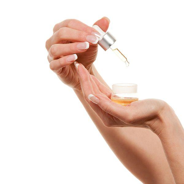 Wmasuj w skórę olejek z witaminą E