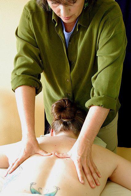 Rozcieranie w czasie masażu