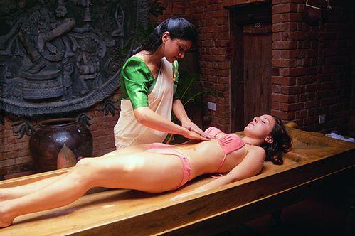 Kobieta w czasie masażu