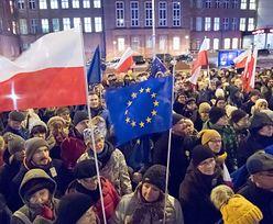 """BBC analizuje sytuację w Polsce. """"Mogą wyjść z Unii Europejskiej"""""""