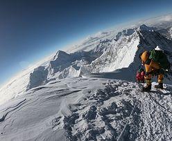 Mount Everest. Topniejący lodowiec odsłonił poruszający widok