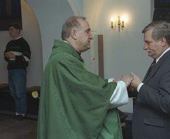 Lech Wałęsa twierdzi, że wyrzucił ks. Cybulę z funkcji kapelana