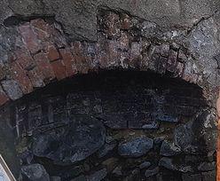 Zajrzeli do starej studni na Dolnym Śląsku. Znaleźli tam cały arsenał