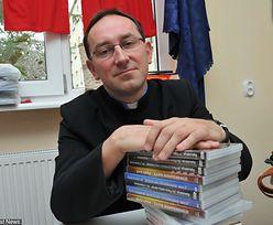 """Księża z ministrantami spalili na stosie książki o Harrym Potterze. """"Hajcujemy"""""""