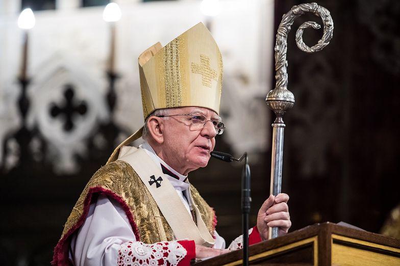 Abp Marek Jędraszewski nie modlił się w piątek za ofiary księży pedofilów.