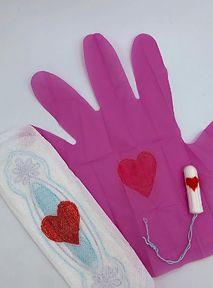 Pinky Gloves to różowe bohaterki każdego okresu. Wasz też wygląda jak czerwone serduszka?