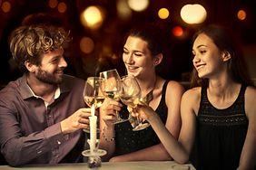 Jak alkohol działa na organizm? Lekarz wyjaśnia, dlaczego mamy kaca