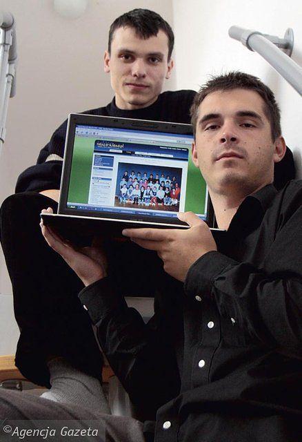 Główni założycie NK: Maciej Popowicz (z laptopem) i Paweł Olchawa.