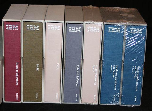 Nie żyjemy już w czasach pokaźnych dokumentacji (fot. Erik S. Klein, vintage-computer.com)