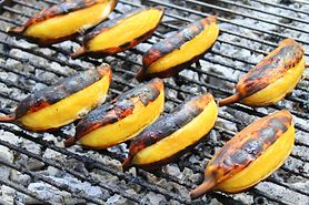Grillowane banany z cynamonem lub czekoladą