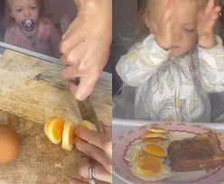 Sposób przygotowywania jajek stał się hitem. Eksperci błagają, by tego nie robić
