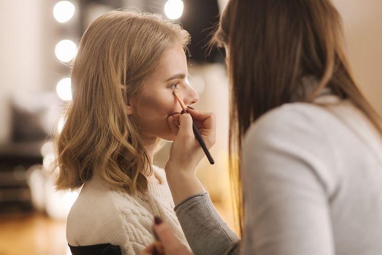 Makijaż odmładzający. Triki, po których będziesz wyglądała młodziej
