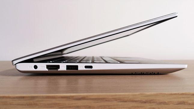 Lewy bok obudowy: od lewej złącze zasilacza, HDMI, USB 3.0 i USB-C 3.1.