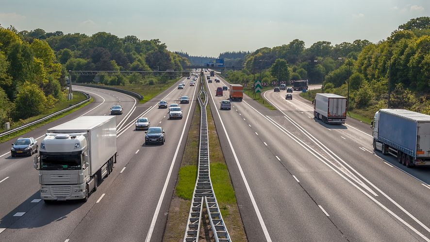 Aplikacja Autopay pozwala płacić za przejazd autostradą z poziomu smartfonu, depositphotos