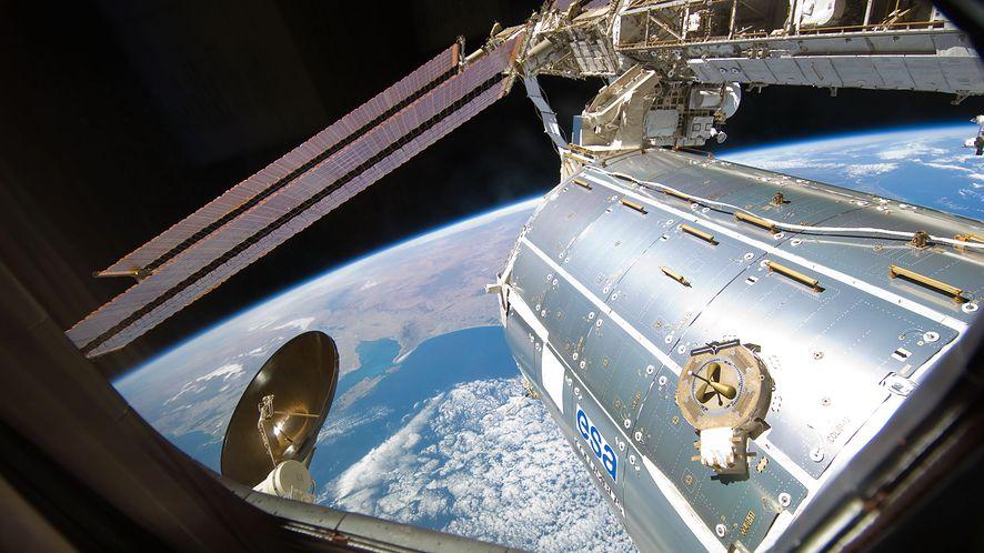 Widok z laboratorium Columbus. To tu znajduje się ICE Cube (ESA)