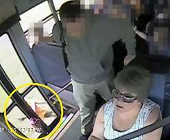 Dziecko utknęło w drzwiach autobusu szkolnego. Było ciągnięte po jezdni