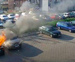 Dzieci wrzuciły do auta płonącą maseczkę. Policja pokazuje pożar [WIDEO]