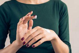 Jak usunąć akryl z paznokci?