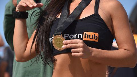 Pornhub przechodzi na kryptowaluty po odcięciu się Mastercard i Visy