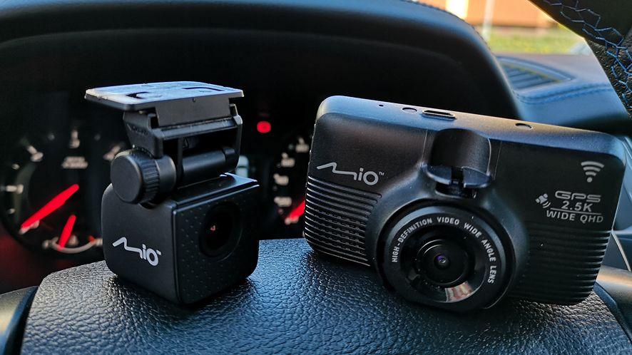Co dwie kamerki... Na dodatek z mnóstwem przydatnych dodatków i funkcji.