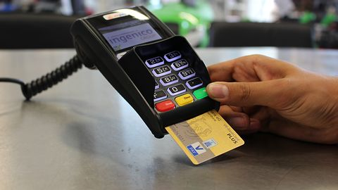 Płatność kartą bez PIN-u do 100 zł już w najbliższy weekend. Mastercard podniesie limit