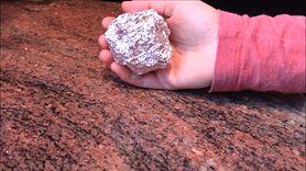 Kulki z folii aluminiowej do suszenia prania. Świetny patent dla każdej mamy (WIDEO)