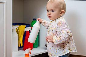 Co zrobić, gdy dziecko połknie detergent?