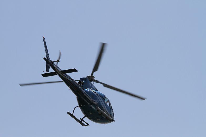 Pilot zatankował helikopter na stacji benzynowej