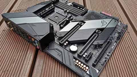 ASUS ROG Crosshair VIII Hero (Wi-Fi). Topowa płyta główna dla AMD Zen 2 w obiektywie aparatu