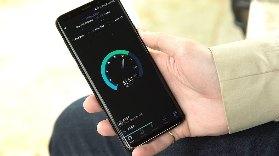 Samsung Galaxy S9 lepszy od iPhone'a X w teście szybkości pobierania danych
