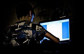 Dziewczynki padają ofiarą cyberprzemocy częściej niż chłopcy