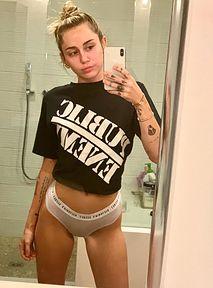Miley Cyrus umawia się na trójkącik... przez TikToka