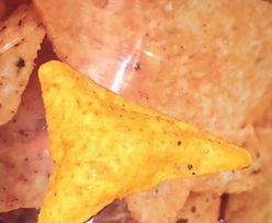 Znalazła w paczce napompowane nachos. Dostanie za nie fortunę